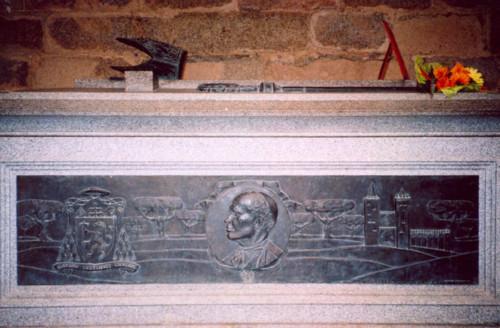 Túmulo de D. Manuel Trindade Salgueiro.jpg