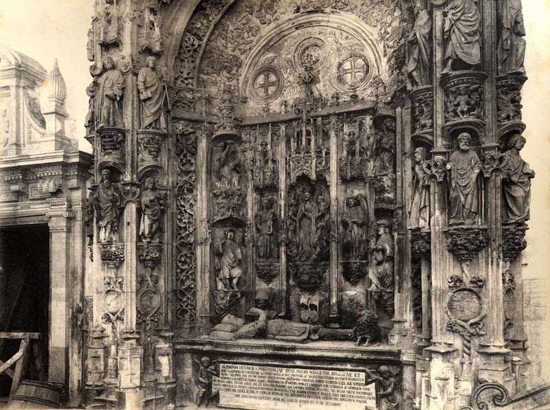Mosteiro de Santa Cruz. Túmulo de D. Afonso Henri