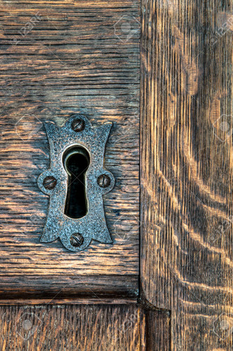 43127541-Buco-della-serratura-con-piastra-di-metal
