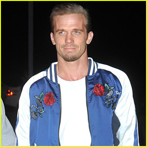 cam-gigandet-checks-out-the-john-legend-concert.jp