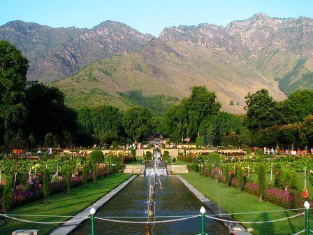 India_-_Srinagar_-_023_-_Nishat_Bagh_Mughal_Garden
