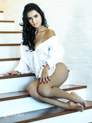 Aline Alves 2.jpg