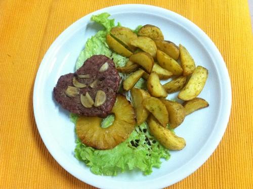 Hamburger com Batatas mediterrâneas