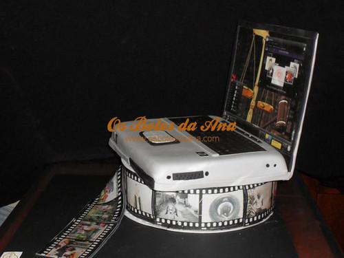 Bolo 3D Computador Portatil sobre bobine de filme, Computer Cakes, Laptop Cakes, Portable Cakes, Bolos decorados Computador, Bolos Artisticos Portatil, Bolos Computadores Portateis