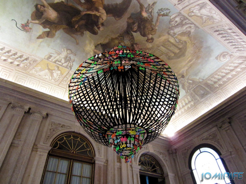 Joana Vasconcelos - Carmen 2001 (1) aka Candeeiro com brincos de plástico [EN] Carmen - Chandelier with plastic earrings