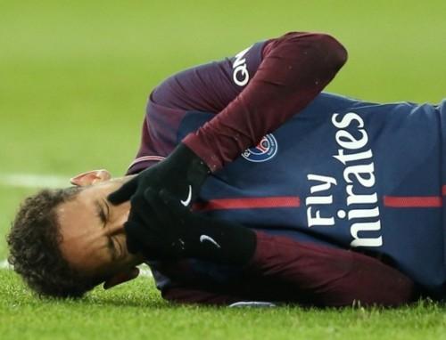 neymar-chora-apos-se-machucar-na-partida-entre-psg