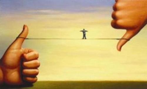 EquilibrioNaCordaBambaPolegaresCimaBaixo.jpg