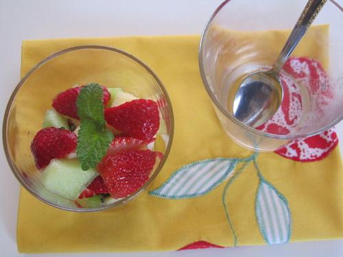 Salada de Frutas com Erva-Cidreira