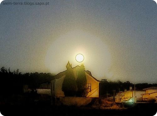 Nascer da Lua em São Martinho da Gandara, 12 de Oitembro de 2011 ~ 19:40