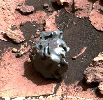 msl-rover-curiosity-finds-meteorite-mars-pia21134-