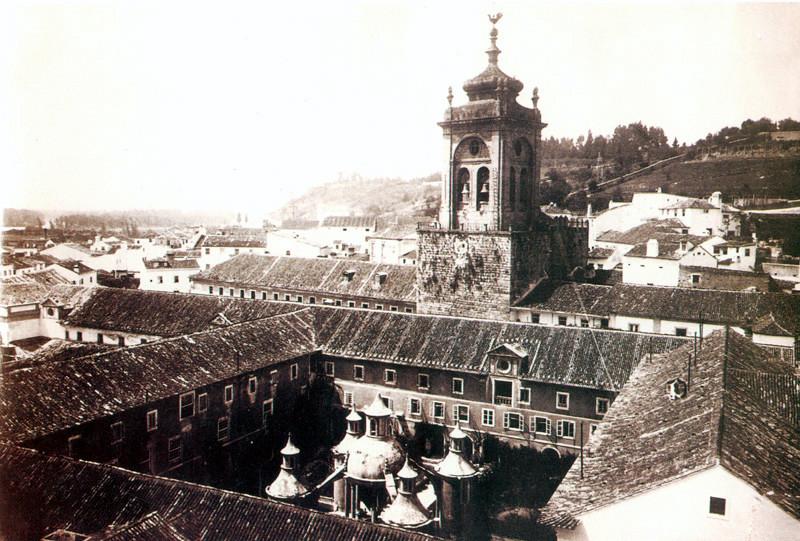 Fig. 39. Claustro da Manga. [Revelar Coimbra, 31].