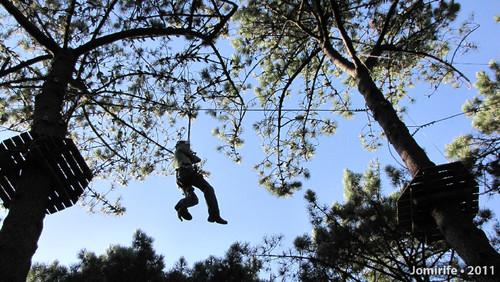 Parque Aventura: Slide agarrado a uma corda