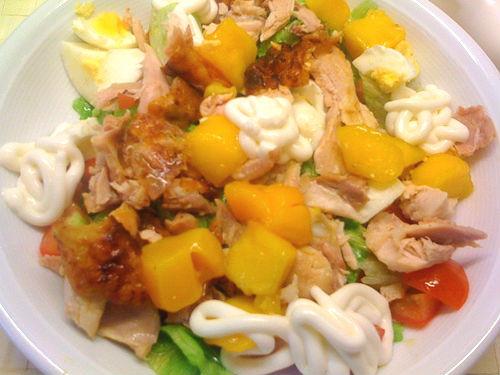Salada de frango e pêssego