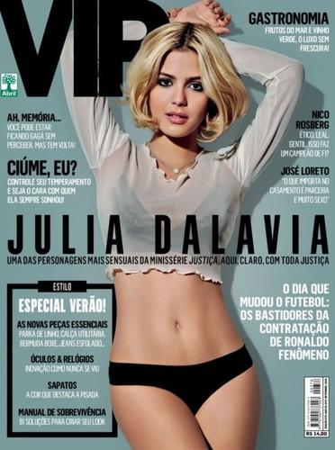 Julia Dalavia capa