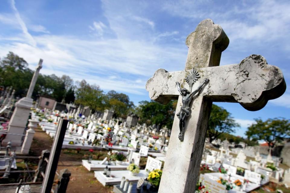 cemiterio_crucifixo_campas.jpg
