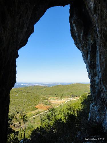 Serra de Sicó: Numa gruta na rocha