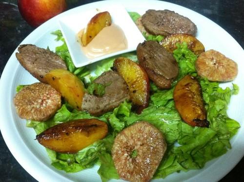 Salada de pato e pêssego
