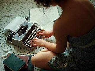 mulher+escrevendo.jpg
