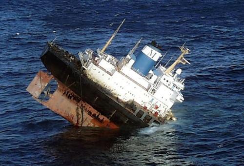 Prestige a afundar no atlântico