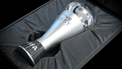 fifa-the-best-trophy (2).jpg