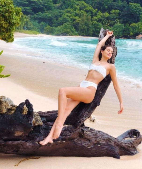 Camila Queiroz 59.jpg