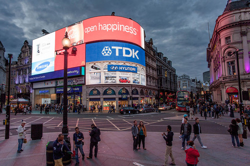 1024px-Open_Happiness_Picadilly_Circus_Blue-Pink_H