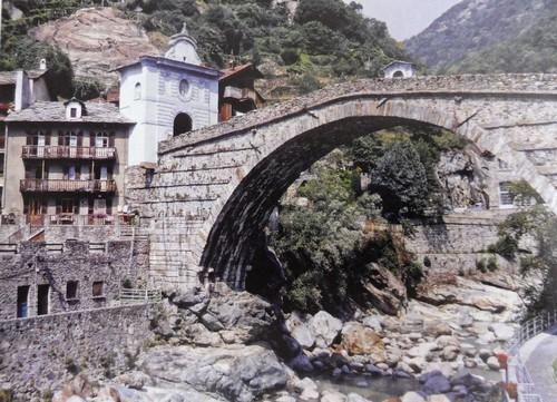 Ponte de Saint-Martin sobre o rio Lys, no vale de