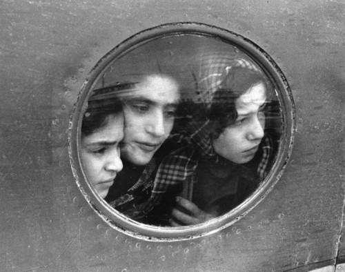 Ruth Orkin Jewish refugees, 1951.jpg