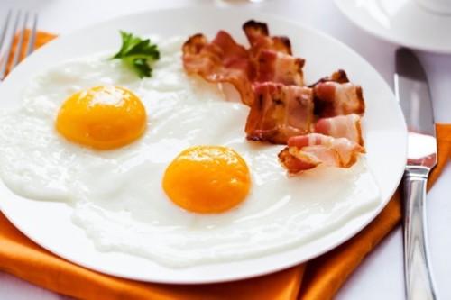 ovos com bacon.jpg