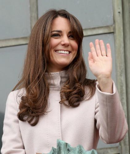 Kate-Middleton-waved-crowds-Cambridge.jpg