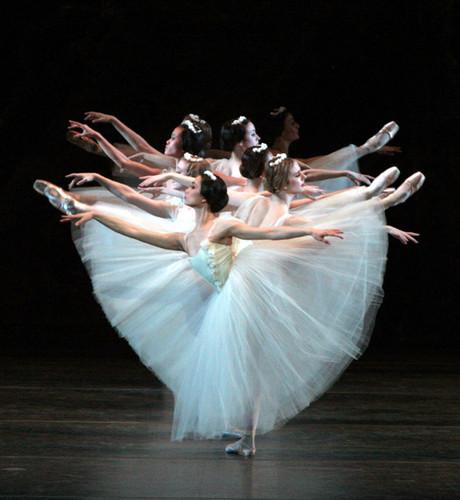 1bc1298bd0 Ballet Romântico- Possui todas as características do Ballet Clássico
