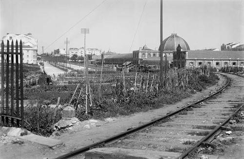 Linha férrea de cintura junto ao mercado geral dos gados, Entre Campos (E. Portugal, 1944)