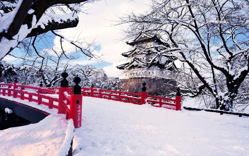 Japan-Aomori-Prefecture-Hirosaki-winter-snow-bridg