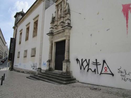 Resultado de imagem para paredes do museu machado de castro sujas com grafites