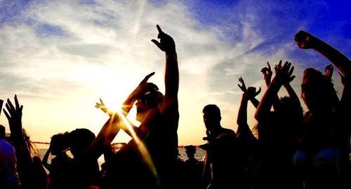 LESBOAT = Lesboa BOAT Party