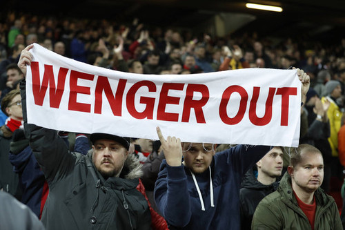 arsenal-fan-liverpool-wenger-out-video-593712.jpg