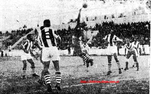 1956-57-atletico-fcb-isidoro defende.png