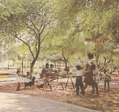 Parque Herois de Chaves Luanda 1961 - Blog Rua dos dias que voam (http://diasquevoam.blogspot.com/2011/10/criancas-em-tempo-de-guerra.html)