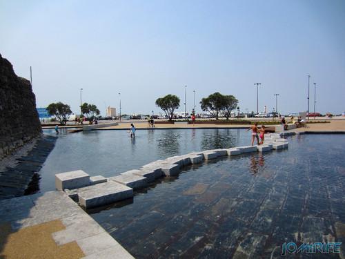 Lago do Espelho de água da Figueira da Foz - Pedras para atravessar o lago (3) [en] Water mirror lake in Figueira da Foz Portugal