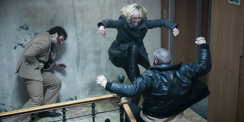 Atomic-Blonde-Charlize-Theron-Stairwell-Fight.jpg