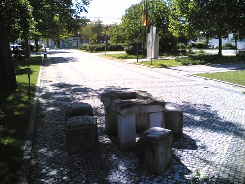 Cantanhede: Mesa e cadeiras de pedra