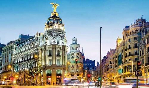 travel-activity-Madrid-Spain-nightlife-museums-bar