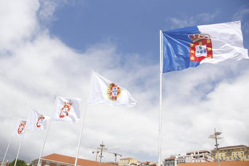 Bandeiras de Portugal.jpg