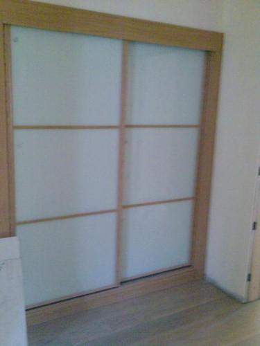 rouperio com portas em vidro lacado branco
