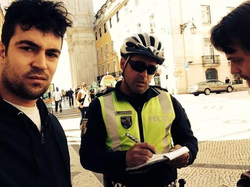 Músico de rua multado por não ter licença