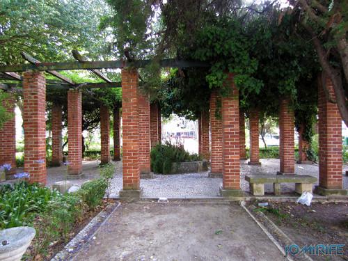 Jardim da Marinha Grande (6) Cobertura com sombra [en] Garden of Marinha Grande in Portugal - Cover with shadow