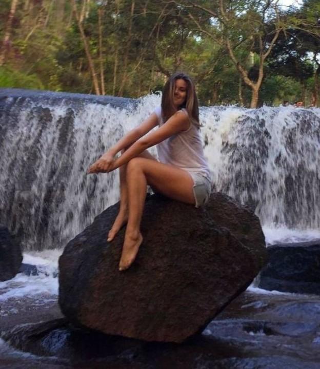 Camila Queiroz 39.jpg