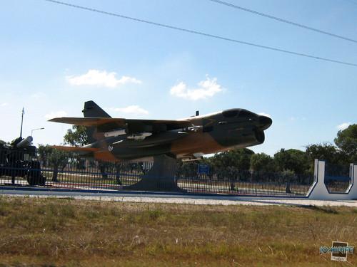 Avião de guerra A-7P Corsair II caça na base