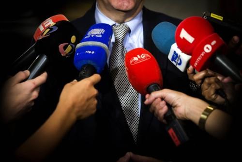 JornalistasMicrofones.jpg