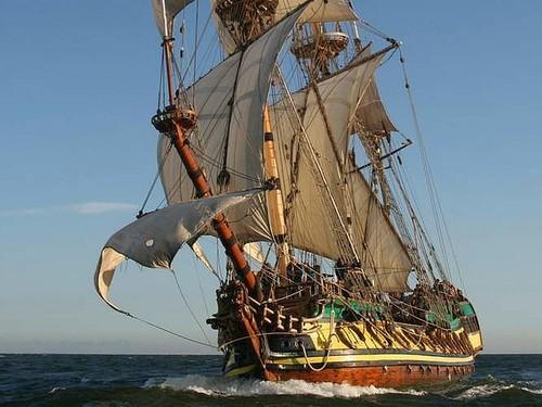 1 shtandart sailing.jpg